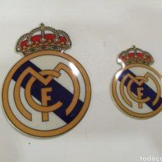 Coleccionismo deportivo: 2 PEGATINAS ANTIGUAS ACOLCHADAS REAL MADRID. Lote 160684606