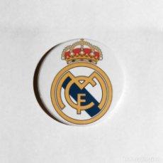 Coleccionismo deportivo: REAL MADRID - ABREBOTELLAS 59MM (CON IMÁN PARA NEVERA). Lote 95229591
