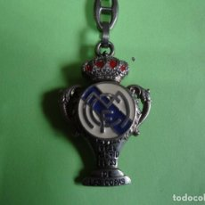 Coleccionismo deportivo: LLAVERO REAL MADRID EL AS DE LAS COPAS (VERSION ANTIGUA). Lote 162771742