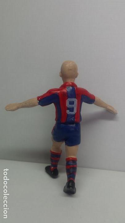 Coleccionismo deportivo: FIGURA F.C. BRCELONA - RONALDO Nº 9 - DE 10 CM DE ALTURA - Foto 3 - 162926746