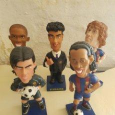 Coleccionismo deportivo: LOTE BOBBLE HEADS FUTBOL CLUB BARCELONA ETO'O PUYOL RONALDINHO RIJKAARD V.VALDES SPORT OFICIAL. Lote 164408818