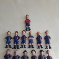 Coleccionismo deportivo: LOTE 13 FIGURAS JUGADORES FUTBOL CLUB BARCELONA EN PVC. Lote 164600908