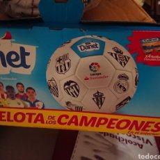 Coleccionismo deportivo: BALÓN DE FÚTBOL LA PELOTA DE LOS CAMPEONES DE DANONE DANET PRECINTADA MÁS CAJA ORIGINAL. Lote 165870209