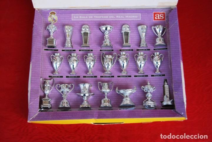 Coleccionismo deportivo: REAL MADRID Sala de Trofeos 21 Réplicas en miniatura de Copas Trofeos más importantes de su historia - Foto 3 - 165983826