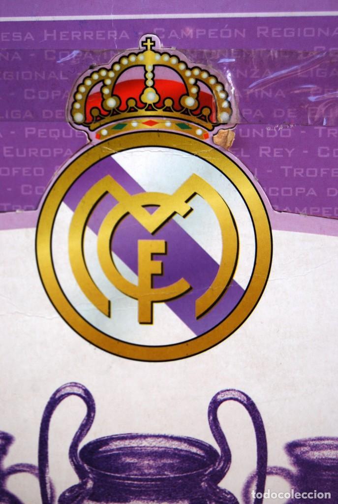 Coleccionismo deportivo: REAL MADRID Sala de Trofeos 21 Réplicas en miniatura de Copas Trofeos más importantes de su historia - Foto 7 - 165983826