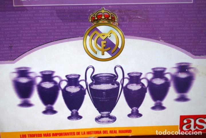 Coleccionismo deportivo: REAL MADRID Sala de Trofeos 21 Réplicas en miniatura de Copas Trofeos más importantes de su historia - Foto 8 - 165983826