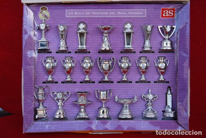 Coleccionismo deportivo: REAL MADRID Sala de Trofeos 21 Réplicas en miniatura de Copas Trofeos más importantes de su historia - Foto 11 - 165983826
