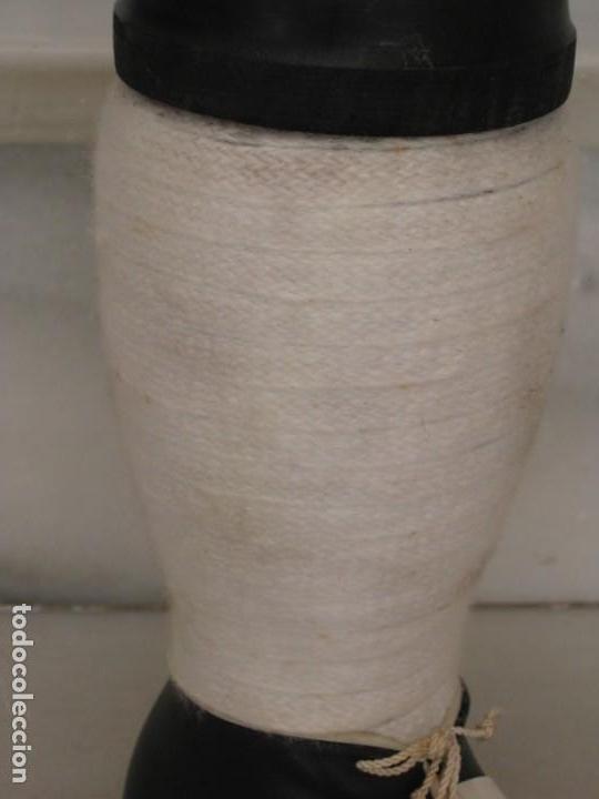 Coleccionismo deportivo: Botella de Brandy en forma de bota del Real Madrid. - Foto 3 - 169388304