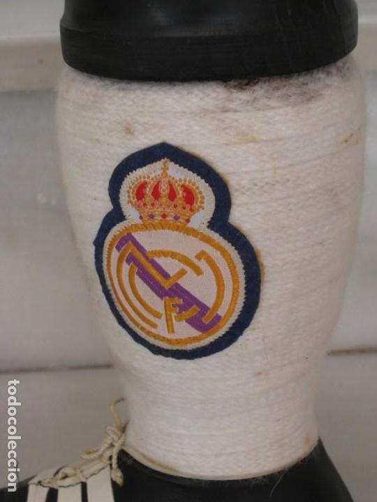Coleccionismo deportivo: Botella de Brandy en forma de bota del Real Madrid. - Foto 5 - 169388304