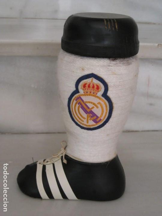Coleccionismo deportivo: Botella de Brandy en forma de bota del Real Madrid. - Foto 6 - 169388304