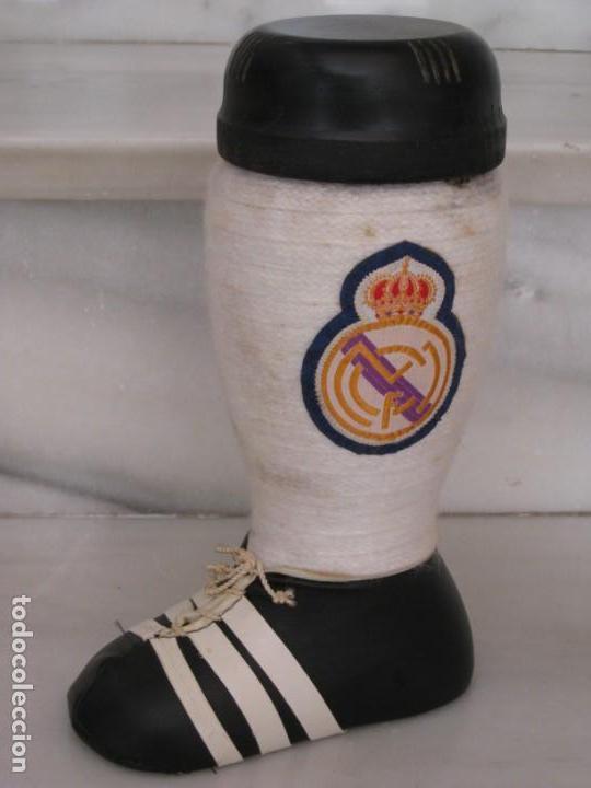 Coleccionismo deportivo: Botella de Brandy en forma de bota del Real Madrid. - Foto 12 - 169388304