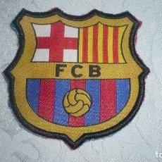 Coleccionismo deportivo: ESCUDO DE TELA OFICIAL FÚTBOL CLUB BARCELONA. Lote 169998080
