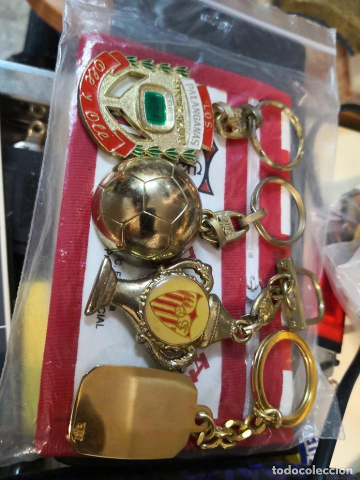 Coleccionismo deportivo: Pack lote colecciónables del Sevilla fútbol club de 4 llaveros más cartera - Foto 2 - 170555848