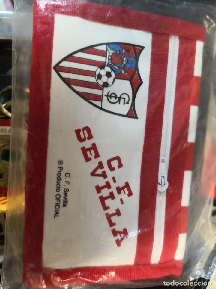 Coleccionismo deportivo: Pack lote colecciónables del Sevilla fútbol club de 4 llaveros más cartera - Foto 3 - 170555848