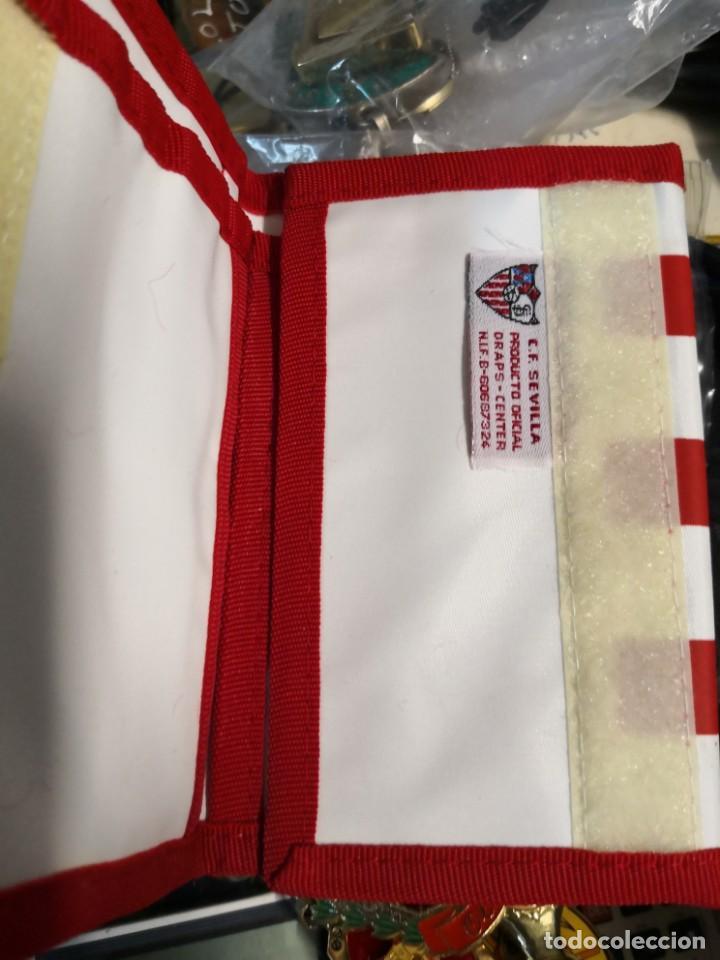 Coleccionismo deportivo: Pack lote colecciónables del Sevilla fútbol club de 4 llaveros más cartera - Foto 5 - 170555848