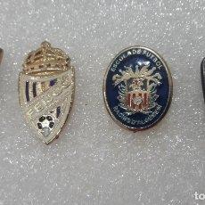 Coleccionismo deportivo: GRAN LOTE 4 PIN EQUIPOS AMATEUR FUTBOL DEPORTES PINS PINES SIN CIERRE TRASERO. Lote 170615450