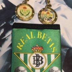 Coleccionismo deportivo: CARTERA REAL BETIS BALOMPIE MAS 2 LLAVEROS BETIS. Lote 170915565