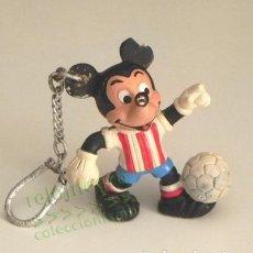 Coleccionismo deportivo: LLAVERO FIGURA MICKEY MOUSE DEL ATLÉTICO DE MADRID - PERSONAJE WALT DISNEY RATÓN DEPORTE FÚTBOL GOMA. Lote 170924215