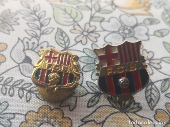 PIN DE OJAL O INSIGNIA.CLUB DE FUTBOL BARCELONA MAS OTRO PIN ESCUDO BARCELONA (Coleccionismo Deportivo - Merchandising y Mascotas - Futbol)