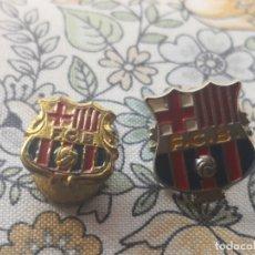 Coleccionismo deportivo: PIN DE OJAL O INSIGNIA.CLUB DE FUTBOL BARCELONA MAS OTRO PIN ESCUDO BARCELONA. Lote 172132563