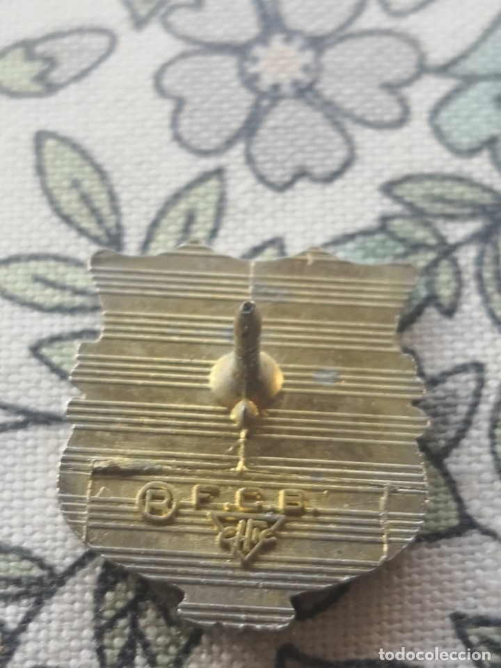 Coleccionismo deportivo: Pin de ojal o Insignia.Club de futbol Barcelona MAs otro pin escudo barcelona - Foto 3 - 172132563