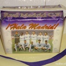 Coleccionismo deportivo: MOCHILA NEVERA DEL REAL MADRID CLUB DE FÚTBOL. AÑO 1996 APROX. SUKER RAUL REDONDO 26X15X18 CM. 530GR. Lote 172562797