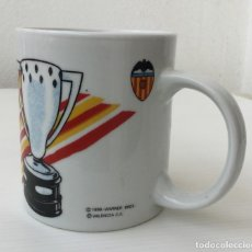 Coleccionismo deportivo: TAZA WARNER BROS PATO LUCAS VALENCIA CF – 1998. Lote 172712344