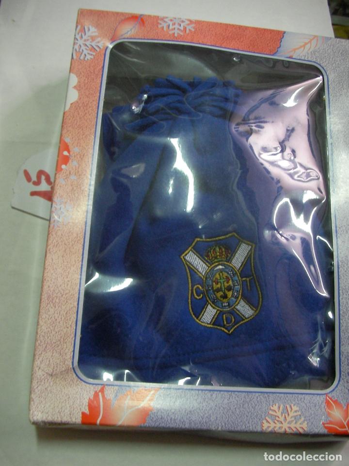 Coleccionismo deportivo: GORRA Y BUFANDA DEL CLUB DEPORTIVO TENERIFE EN SU CAJA NUEVO SIN USAR - Foto 2 - 174265957