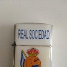 Coleccionismo deportivo: MECHERO A GASOLINA REAL SOCIEDAD DE FUTBOL SAN SEBASTIAN DONOSTIA . Lote 174693743