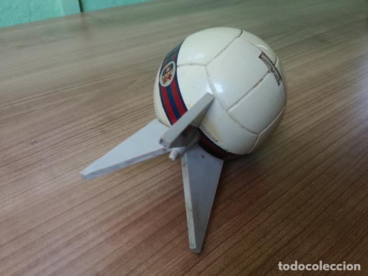 Coleccionismo deportivo: ANTIGUO TRANSISTOR DEL CLUB DE FUTBOL BARCELONA - ANTIGUA RADIO LLAVERO MUY RARA - Foto 2 - 174702302