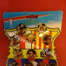 Coleccionismo deportivo: FCB. FUTBOL CLUB BARCELONA. DREAM TEAM. JOHAN CRUYFF. CARTON EXPOSITOR PINS COMPLETO. Lote 175124268
