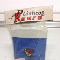 Coleccionismo deportivo: ANTIGUA RARA HUCHA BOLSILLO CLUB DE FUTBOL TORTOSA. Lote 175726717