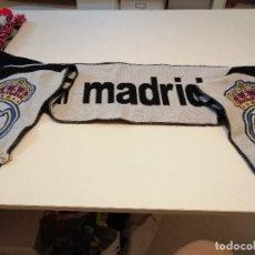 Coleccionismo deportivo: G-FUE18G BUFANDA DE FUTBOL REAL MADRID. Lote 177754202