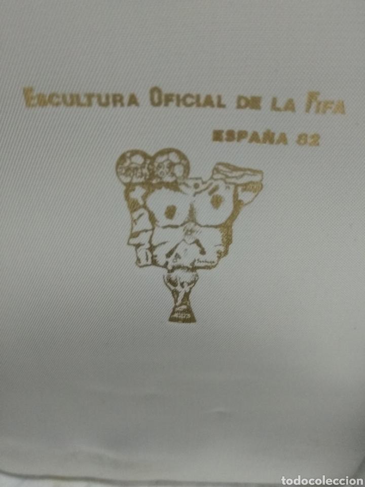 Coleccionismo deportivo: ESCULTURA OFICIAL DE LA FIFA DEL MUNDIAL DE FÚTBOL España 82 Obra de SANTIAGO DE SANTIAGO En bronce - Foto 5 - 177962712