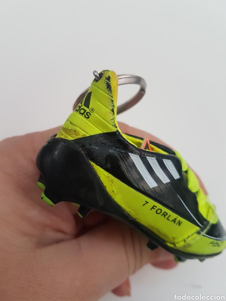 Coleccionismo deportivo: 8 Llaveros botas futbol. Iker Casillas, Messi, Villa, Xavi, etc... Marca. - Foto 9 - 178078302