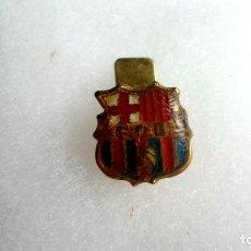 Coleccionismo deportivo: ANTIGUA INSIGNIA FC BARCELONA - BARÇA - PARA OJAL. Lote 178179231