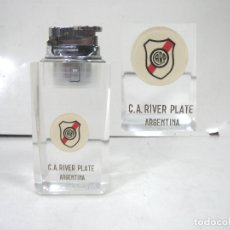 Coleccionismo deportivo: ENCENDEDOR GAS -C.A. RIVER PLATE ARGENTINA - SOBREMESA METACRILATO MECHERO FUTBOL . Lote 178613685