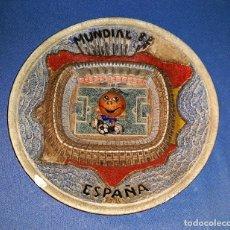Coleccionismo deportivo: ANTIGUO PLATO DECORACION EN RELIEVE MUNDIAL ESPAÑA 82 CON EL NARANJITO . Lote 178804161