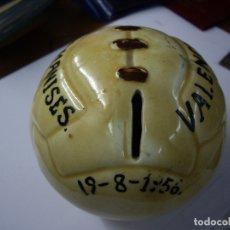 Coleccionismo deportivo: BALON HUCHA CERAMICA - 19/8/1956 - ENCUENTRO C.D.MANISES - VALENCIA. Lote 179188645