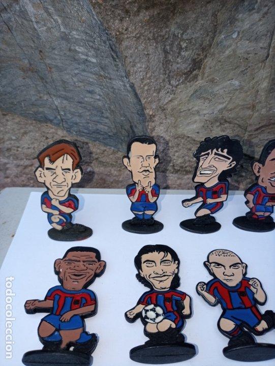 Coleccionismo deportivo: Once jugadores del Barça de los años 90 - caricaturas en metal esmaltado - Foto 2 - 180084727