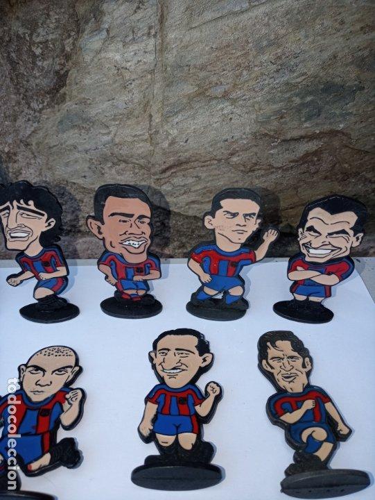 Coleccionismo deportivo: Once jugadores del Barça de los años 90 - caricaturas en metal esmaltado - Foto 3 - 180084727