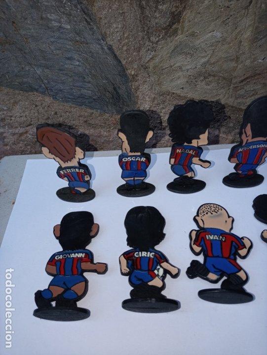 Coleccionismo deportivo: Once jugadores del Barça de los años 90 - caricaturas en metal esmaltado - Foto 4 - 180084727