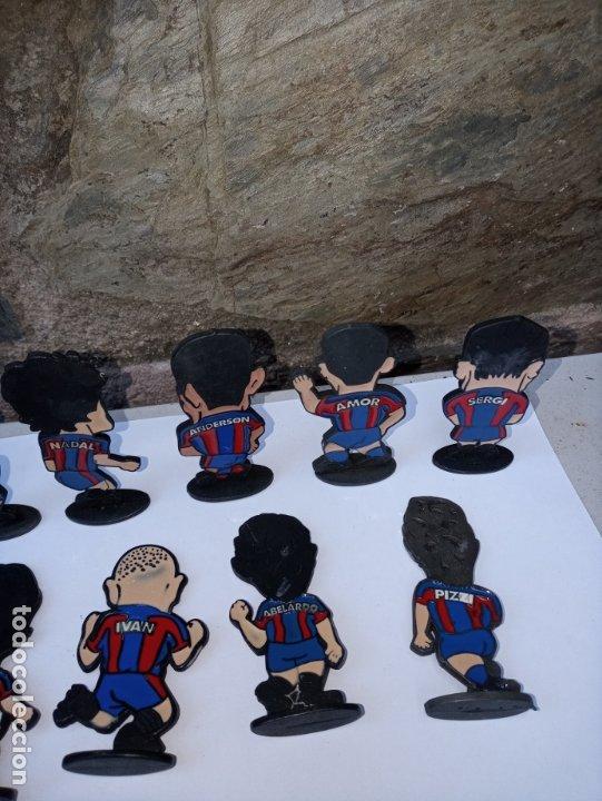 Coleccionismo deportivo: Once jugadores del Barça de los años 90 - caricaturas en metal esmaltado - Foto 6 - 180084727
