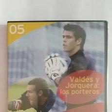 Coleccionismo deportivo: DVD PRECINTADO LA CLASE DEL BARÇA Nº05 VALDES Y JORQUERA: LOS PORTEROS F.C.B. Lote 180287693
