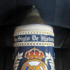 Coleccionismo deportivo: JARRA CERVEZA CENTENARIO REAL MADRID BEER PRODUCTO OFICIAL GRAN TAMAÑO CERAMARTE MADE IN BRASIL. Lote 183566718