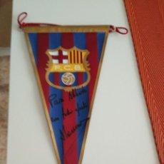 Coleccionismo deportivo: BANDERIN BARCELONA FUTBOL / DEDICADO Y FIRMADO POR ALONSO. Lote 184184456