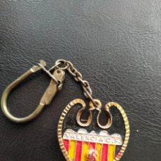 Coleccionismo deportivo: LLAVERO VALENCIA CLUB DE FUTBOL ESCUDO ORIGINAL. Lote 186136515