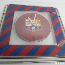 Coleccionismo deportivo: RELOJ DE PARED DEL FÚTBOL CLUB BARCELONA - BARÇA (PARA REPARAR) EL RELOJ FUNCIONA. Lote 186386283