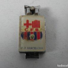 Coleccionismo deportivo: CORTA UÑAS CON EL ESCUDO DEL FÚTBOL CLUB BARCELONA-BARÇA. Lote 187731998