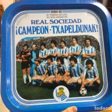 Coleccionismo deportivo: BANDEJA METALICA REAL SOCIEDAD CAMPEON DE LIGA AÑO 1980-81 - 35X35 CM. Lote 190711227